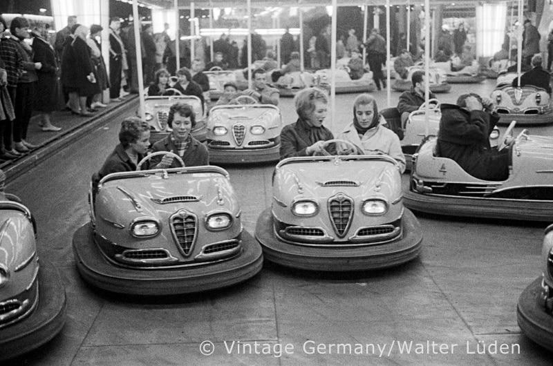 Autoscooter auf dem Hamburger Dom, 1959. Fotograf: Walter Lüden