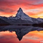 Stellisee (2537m) mit Blick zum Matterhorn (4478m) bei Zermatt im Abendrot, Kanton Wallis, Schweiz