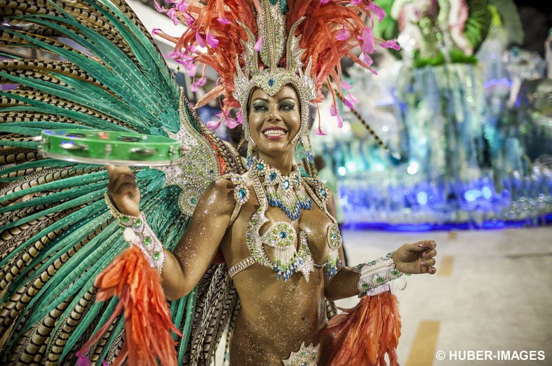 Sambatänzerin bei der Karnevalsparade, Sambódromo, Rio de Janeiro, Brasilien