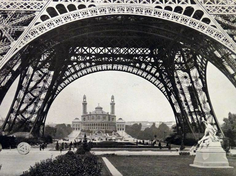 Photographic print of a view of the Eiffel Tower, a wrought iron lattice tower on the Champ de Mars in Paris. Dated 20th Century WHA PUBLICATIONxINxGERxSUIxAUTxONLY !ACHTUNG AUFNAHMEDATUM GESCHÄTZT! Copyright: WHA UnitedArchivesWHA_081_0311 Photographic Print of a View of The Eiffel Tower a wrought Iron lattice Tower ON The Champ de Mars in Paris dated 20th Century Wha PUBLICATIONxINxGERxSUIxAUTxONLY Regard date estimated Copyright Wha UnitedArchivesWHA_081_0311