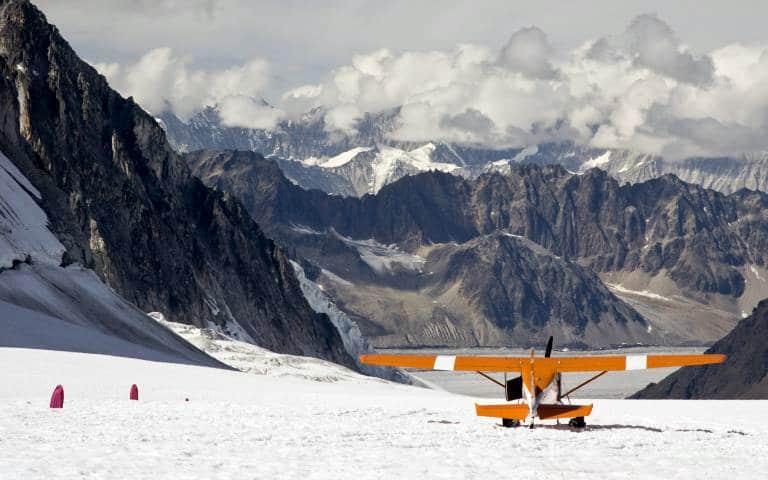 USA, Alaska, Denali National Park. An orange ski plane on a glacier overlooking the mountains. Credit as: Wendy Kaveney / Jaynes Gallery / DanitaDelimont.com (Editorial Usage Only) PUBLICATIONxINxGERxSUIxAUTxONLY Copyright: xBillxJaynesx(BJA)x/xDanitaxDelimont US02 BJA0079 USA Alaska Denali National Park to Orange Ski Plane ON a Glacier overlooking The Mountains Credit As Wendy Jaynes Gallery Com Editorial usage Only PUBLICATIONxINxGERxSUIxAUTxONLY Copyright xBillxJaynesx BJA X xDanitaxDelimont US02 BJA0079