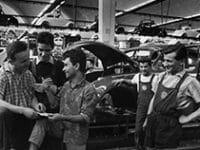 """Ausstellung: """"Punti di vista"""" – Benno Wundshammer und die ersten italienischen Arbeiter in der Volkswagenstadt Wolfsburg"""
