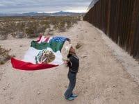 """Ausstellung: """"La Frontera – Künstler der US-mexikanischen Grenze"""" von Stefan Falke"""