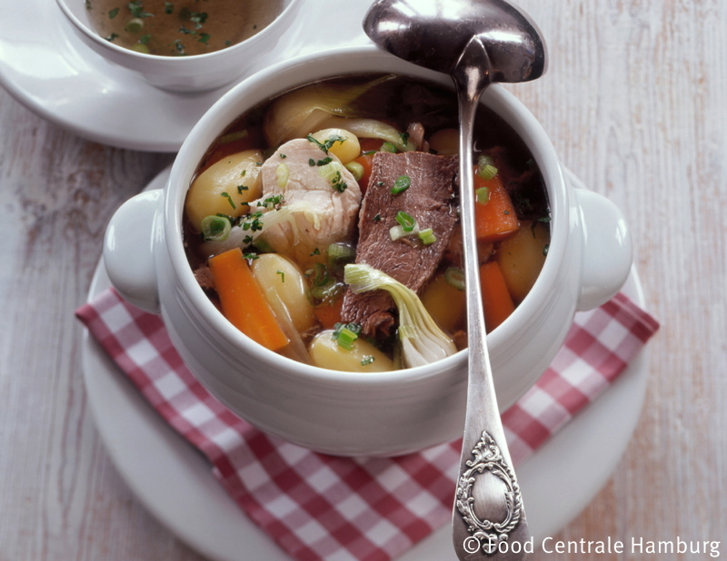 Kraeftiger Gemuese - Fleisch - Eintopf (Pot au feu)