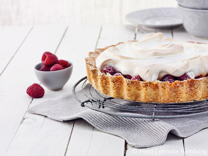 Lemon - Pie mit Himbeeren und Baiserhaube