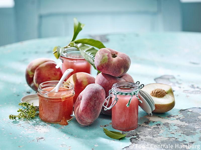 Frische Pfirsiche und Pfirsich Marmelade