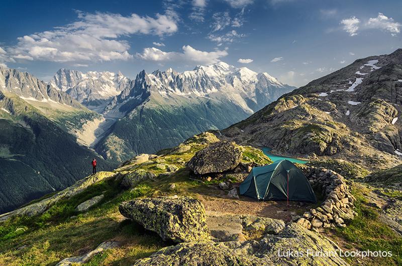 Zeltplatz gegenüber der Mont-Blanc-Gruppe, Chamonix, Frankreich