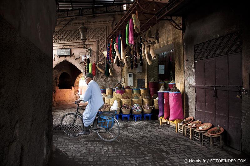 Marocco, Haut Atlas, Marrakesh [© hemis.fr / FOTOFINDER.COM - Veroeffentlichung nur gegen Honorar, Urhebervermerk und Belegexemplar an Fotofinder GmbH, Potsdamer Str. 96, D-10785 Berlin. Hinweis: NO MODEL-RELEASE! Bei werblicher Nutzung vorher Kontakt aufnehmen via E-Mail: fulfillment@fotofinder.com, Telefon: +49 (0)30 25 79 28 90 oder Fax +49 (0)30 25 79 28 999. Ueberweisung des Honorars erfolgt an: Fotofinder GmbH, Deutsche Bank, IBAN: DE03 1007 0024 0041 4862 00, BIC: DEUTDEDBBER.]