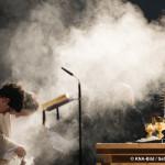 Pfarrer Rainer Maria Schießler leitet am Gruendonnerstag (02.04.2015) in St. Maximilian in Muenchen einen Abendmahlgottesdienst. Foto: Sebastian Widmann / KNA