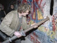30 Jahre Mauerfall – Bisher unveröffentlichtes Bildmaterial bei ullstein bild